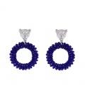 Trendy blauwe oorbellen van kristal stenen met een luipaard hanger aan de bovenkant.