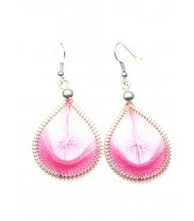 Roze oorbellen met geweven draad