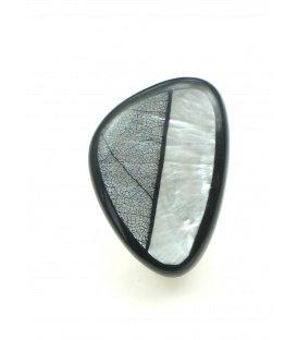 Mooie zwart met zilverkleurige parelmoer oorclips. Lengte van de clip oorbel is 2,8 cm.