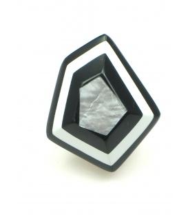 Mooie zwart, wit en zilverkleurige parelmoer oorclips. Lengte van de clip oorbel is 2,8 cm.
