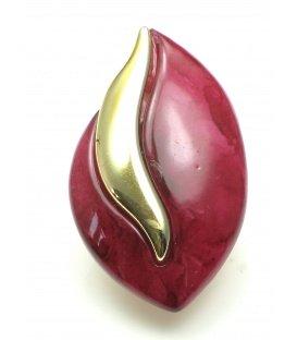 Donker rode oorclips met goudkleurig accent. Lengte van de clip oorbel is 4 cm.