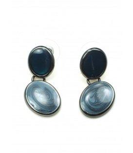 Kleine blauwe oorbellen met gun black achterzijde