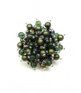 Grote ronde oorbellen van groene en goudkleurige kraaltjes