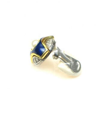 Mooie oorclips met blauwe inkleuring en pareltje