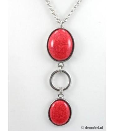 Zilverkleurige halsketting met rode hanger