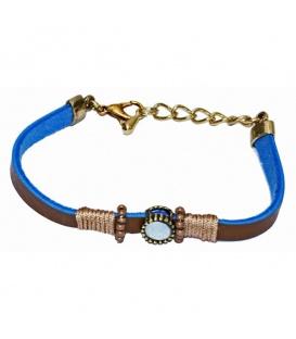Bruin met blauwe armband met steen