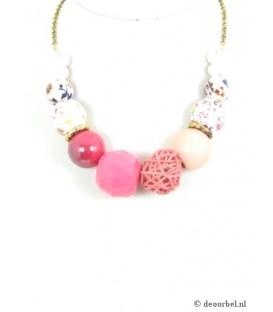 Mooie halsketting met roze kralen