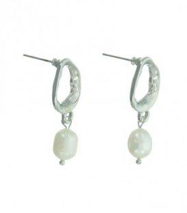 Zilverkleurige oorbellen met parel