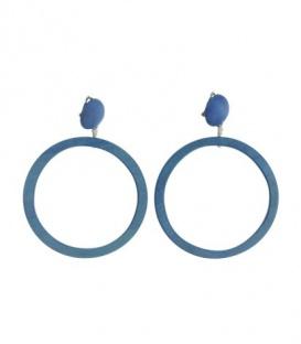 Blauwe oorclips met ronde houten hanger
