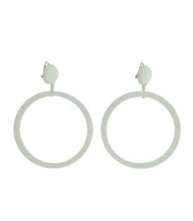 Witte oorclips met ronde houten hanger