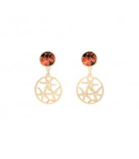 Goudkleurige oorhangers met zee sterren en een oranje gekleurd oorstukje