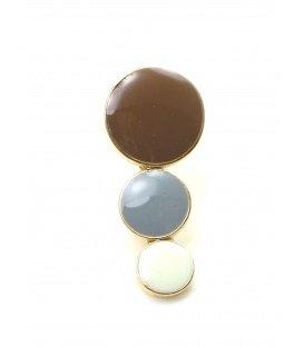 Mooie bruin met grijs en witte oorclips