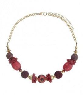Rood gekleurde korte halsketting van verschillende kralen