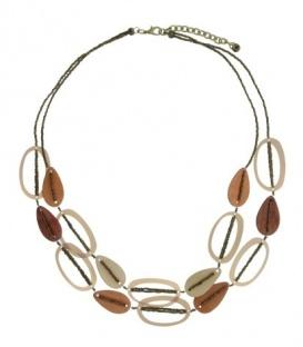Licht- briuine halsketting met seedbeads en elementen van hout en kunststof