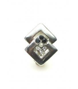 Zilverkleurige ruitvormige oorclips met zwarte en heldere strass steentjes