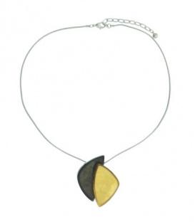 Zilverkleurige korte halsketting met bruine en gele hanger