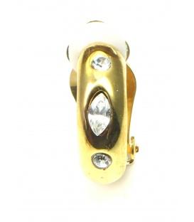 Mooie halfronde goudkleurige oorclips met drie heldere strass steentjes