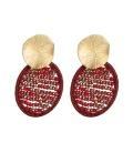 Handgemaakte rode oorbellen met kristallen kraaltjes
