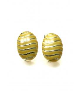 Okergele oorclip met goudkleurige strepen van A-Zone