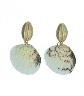 Ivoor witte oorbellen in de vorm van een schelp en een goudkleurige metalen schelp