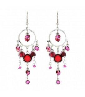 Zilverkleurige oorbellen met roze en rode hangers