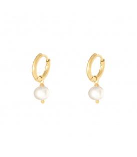 Goudkleurige oorbellen met een witte parelbedel