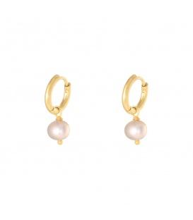 Goudkleurige oorbellen met een roze parelbedel