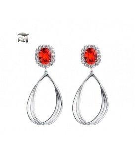 Zilverkleurige oorbellen met rode oorstukjes en strassteentjes rondom