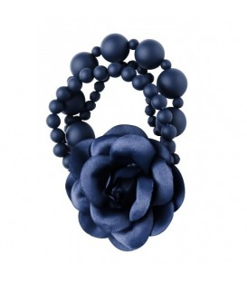 Armband met donkerblauwe kralen en stoffen bloem