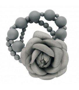 Armband met grijze kralen en stoffen bloem