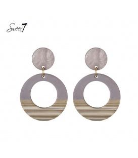 Paars gekleurde oorbellen