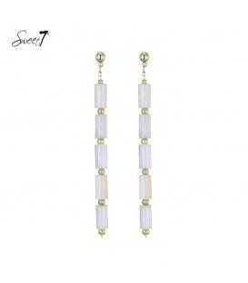 Witte lange oorbellen met goudkleurige accenten van Sweet7