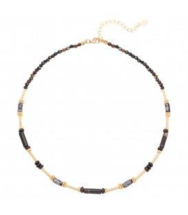 Zwarte halsketting gemaakt van verschillende soorten kralen