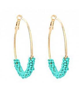 Trendy goudkleurige oorringen met turquoise kraaltjes