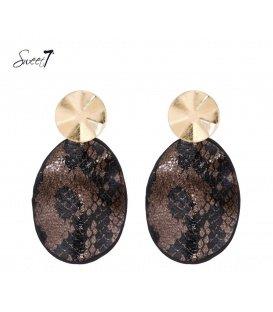 Bruine oorbellen met print en goudkleurig oorstukje