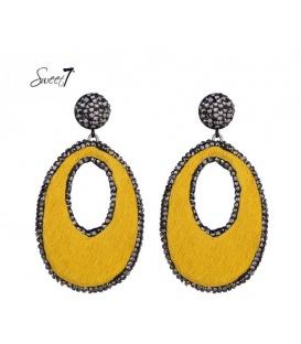Gele oorbellen rondom de hanger strass steentjes