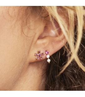 Goudkleurige kleine oorbellen met drie strass steentjes
