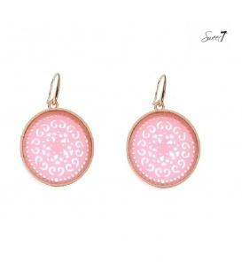 Roze oorbellen met een goudkleurige rand