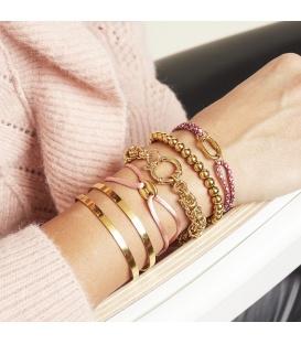 Armband met een camel satijnen koord en een goudkleurig bedeltje