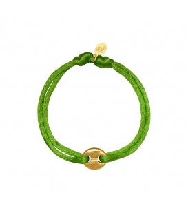Armband met een groen satijnen koord en een goudkleurig bedeltje