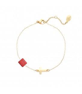 Goudkleurige armband met rood blokje en kruisje
