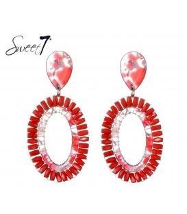 Rode oorbellen met ovale hanger en platte kralen
