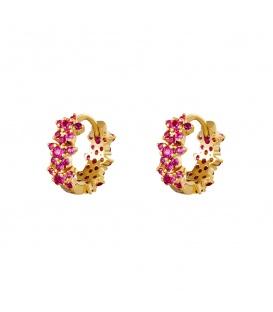 Kleine goudkleurige oorringen met roze bloemetjes