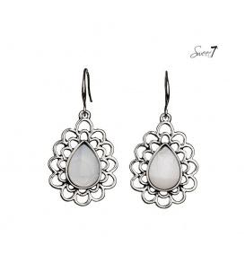 Mooie zilverkleurige oorbellen met witte parelmoer inleg