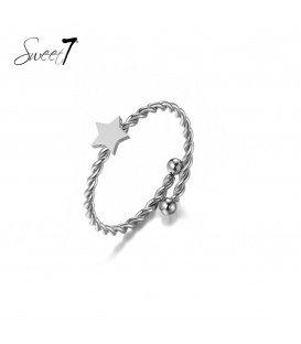 Zilverkleurige ring met een ster