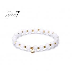 Elastische armband met ronde witte kralen en kleine kraaltjes