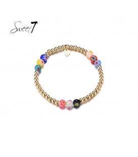 Elastische goudkleurige armband met drie keer drie gekleurde kralen