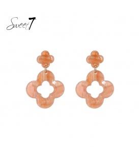 Terracottakleurige oorbellen met klavervormige hanger