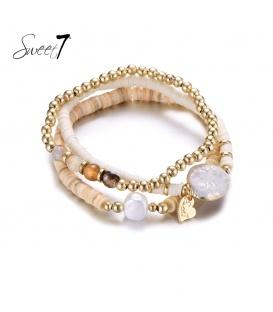 Set van armbanden met goudkleurige en witte kralen