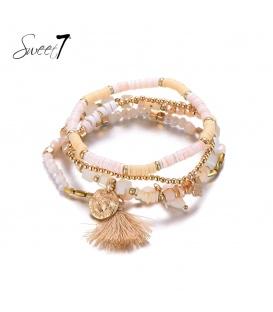 Set van armbanden met goudkleurige en witte kraaltjes en een kwast